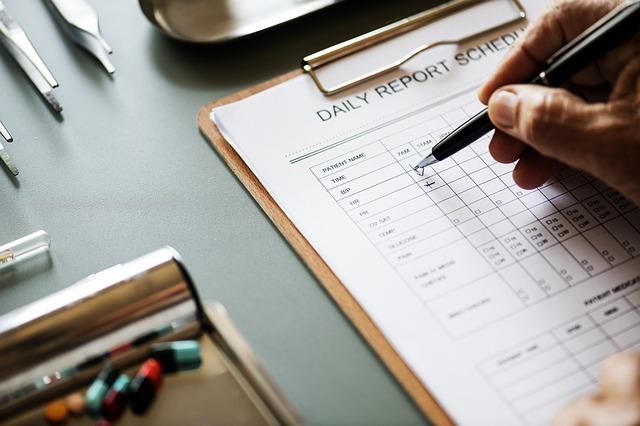 Wypełnianie raportu sprzedaży - ocena efektywności pracy handlowców